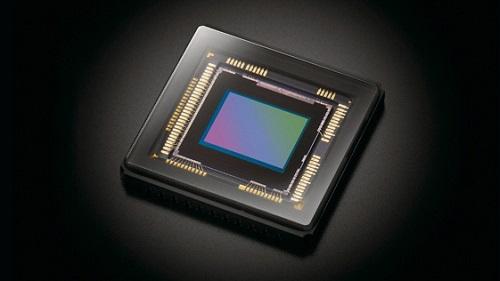 目前,监控摄像机的图像传感器正逐渐从传统的CCD向CMOS转变。